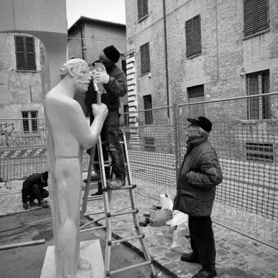 giuliano vangi artista mosti art sculptures laboratorio lavorazione marmo massa carrara alessandro mosti
